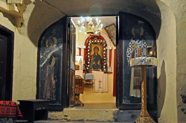 Είσοδος σπηλαίου Αγίας Παρασκευής