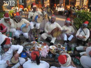 Οι Γιουρούκδες στην πλατεία του χωριού