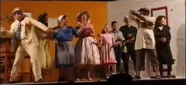 Η Θεατρική Ομάδα του Λαογραφικού Συλλόγου το 2001